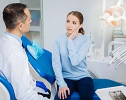 woman with toothache who needs emergency dentist
